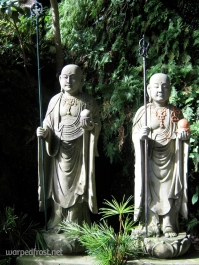 Two monks keep watch over the path up to Nanzōin (August 2010)