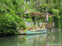 A home along a canal in Yanagawa with a beautiful dock deck (May 2013)