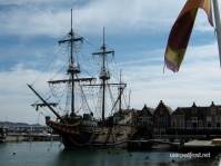 A replica of the De Liefde, the first Dutch ship to arrive in Japan, back in 1600, docked at Huis Ten Bosch (November 2010)