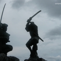 Famed swordsmen Sasaki Kojirō (left) and Miyamoto Musashi duel it out for all eternity on Ganryū Island (June 2010)