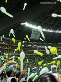 Celebrating the victory of the Fukuoka SoftBank Hawks over the Tohoku Rakuten Eagles at Yahoo! Dome (April 2010)