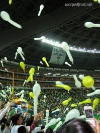 Celebrating the victory of the Fukuoka SoftBank Hawks over the Tohoku Rakuten Eagles at Yahoo! Dome (April 2010)